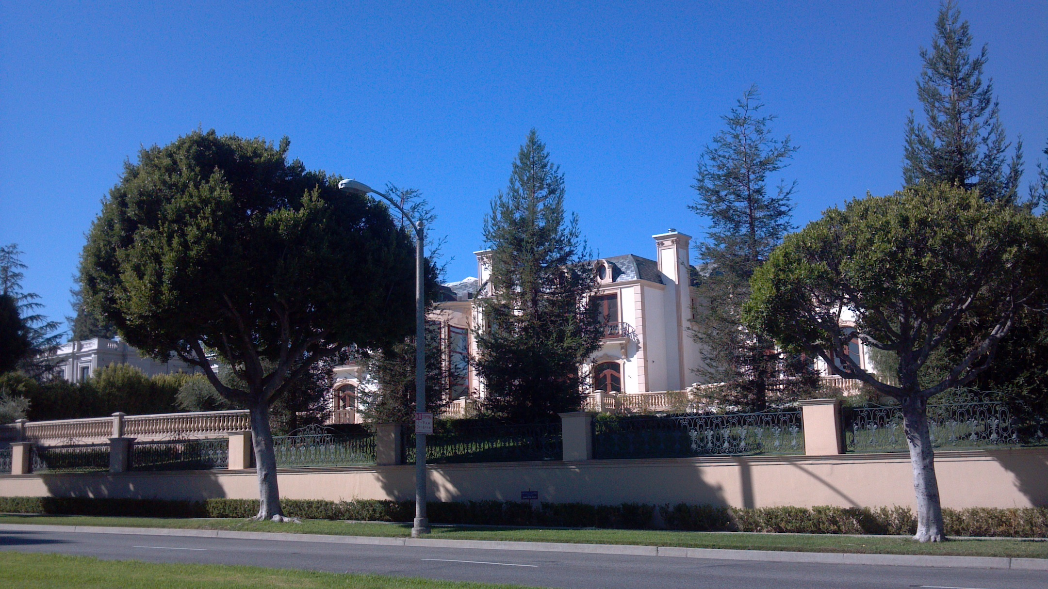 Tours of celebrity and movie stars homes in beverly hills for Celebrity home tours beverly hills