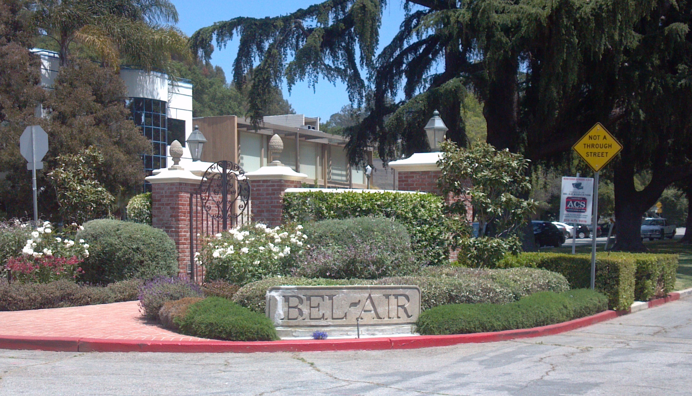 Reviews for glitterati private tours of los angeles for Movie star homes beverly hills