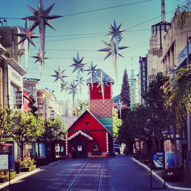 A Hollywood Christmas At The Grove